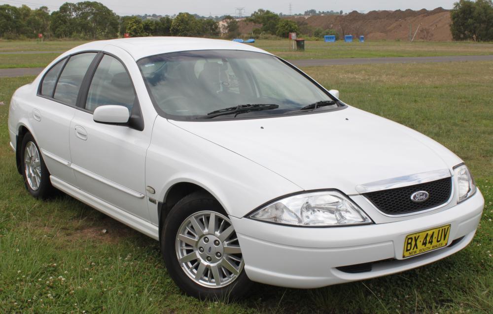 2001_Ford_Fairmont_(AU_III)_sedan_(23230030334).jpg