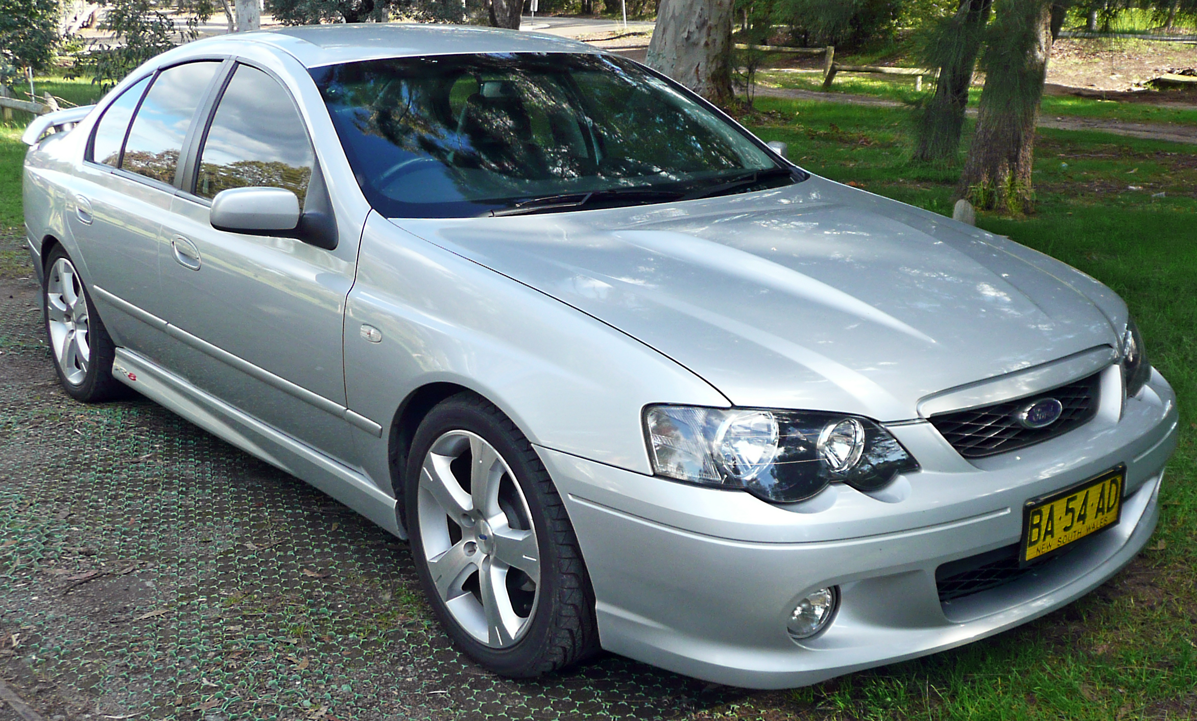 2004-2005_Ford_BA_II_Falcon_XR8_sedan_01.jpg