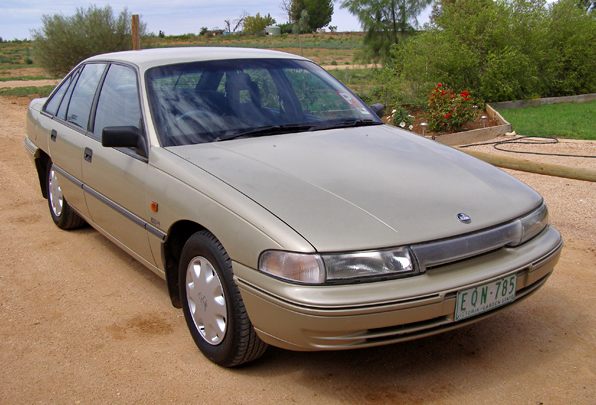 1992_Holden_Commodore_(VP)_Executive_(2007-02-24)_01.jpg